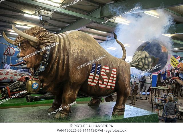 26 February 2019, Rhineland-Palatinate, Mainz: US President Donald Trump is shown at the presentation of the Mainzer Carneval-Verein (MCV) carts as an ox with...