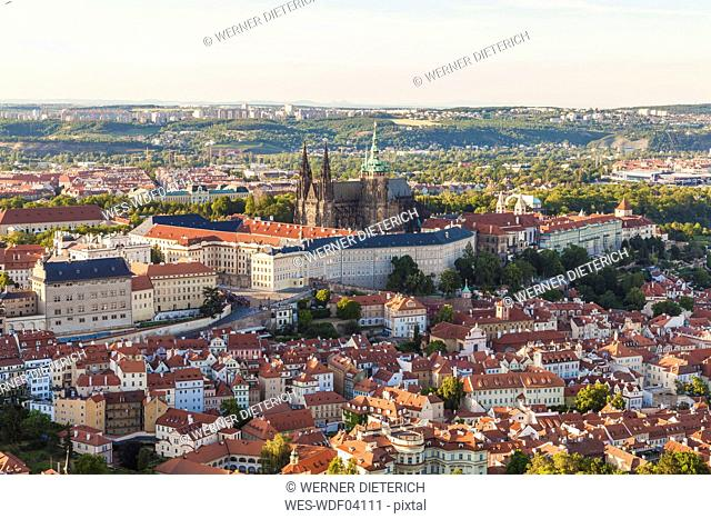 Czech Republic, Prague, Mala Strana, cityscape with Hradcany, castle and St. Vitus Church