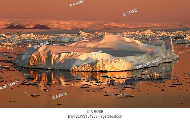 iceberg in the morning sun, Antarctica, Suedpolarmeer