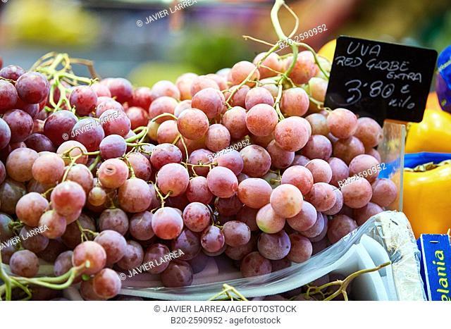 Grape, Mercat St Josep, La Boqueria market, Las Ramblas. Barcelona. Catalonia. Spain
