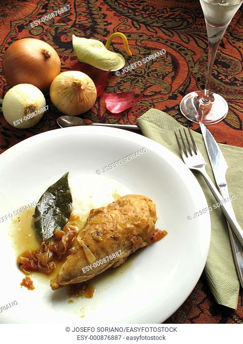 Braised chicken breast with onion and white wine