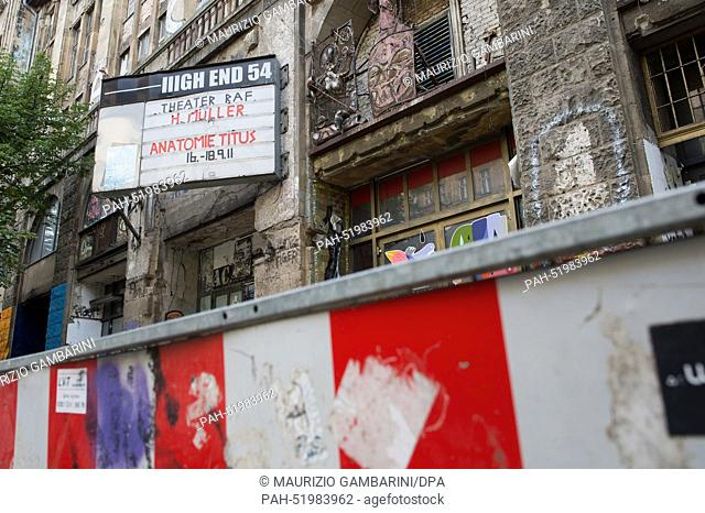 A view of the Tacheles building in Berlin, Germany, 25 August 2014. Photo: MAURIZIO GAMBARINI/DPA. - Berlin/Berlin/Germany