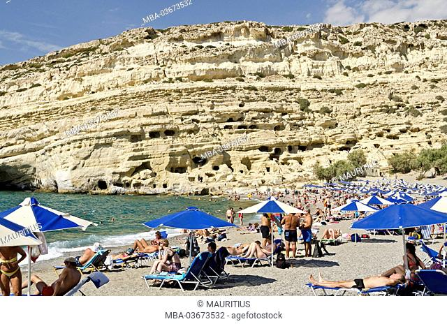 Greece, Crete, cave dwellings of Mátala, beach, tourists
