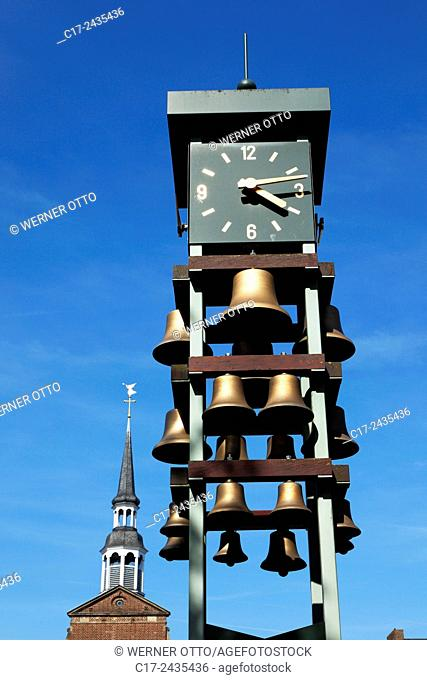 Germany, Goch, Niers, Lower Rhine, Rhineland, North Rhine-Westphalia, NRW, clock tower with carillon at the market place