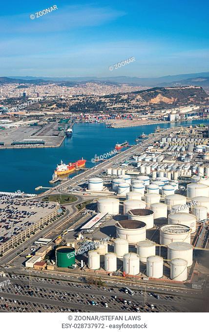 Cylindrical fuel storage tanks at Seaport Barcelona, Zona Franca - Port