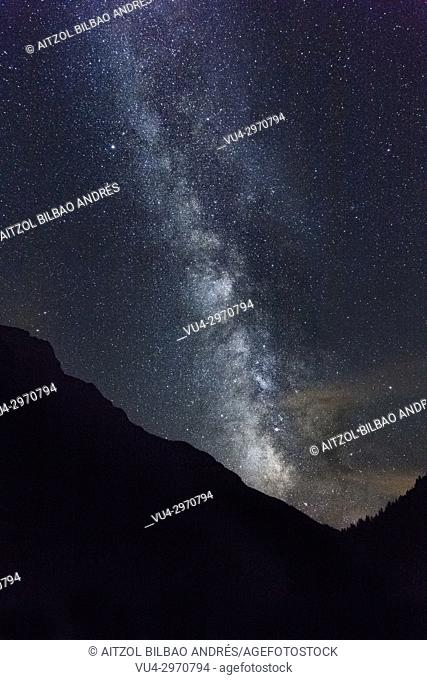 Milky way over Bujaruelo valley, Huesca Pyrenees, Spain. A perfect place to shoot the milky way