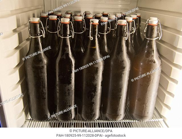 20 September 2018, Mecklenburg-Western Pomerania, Greifswald: Canned beer or industrial bottled beer hardly ever reach the glass of 46-year-old Jan Evermann...