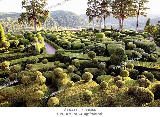 France, Dordogne, Perigord Noir, Dordogne Valley, Vezac, Chateau de Marqueyssac, terraced gardens with box tree designed by Le Notre