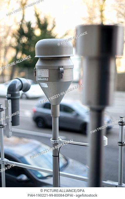 21 February 2019, Baden-Wuerttemberg, Stuttgart: A passive collector for nitrogen dioxide (l-r), an inlet for fine dust samples and an inlet for an automatic...