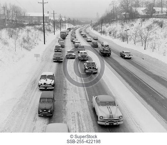 USA, New Jersey, Teaneck, Traffic on main road in snow