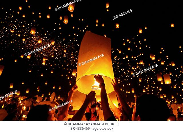 Light of Peace Festival of the Dhammakaya Foundation with 15,000 sky lanterns, University of Philippines Visayas in Miagao, Iloilo Province, Panay Island