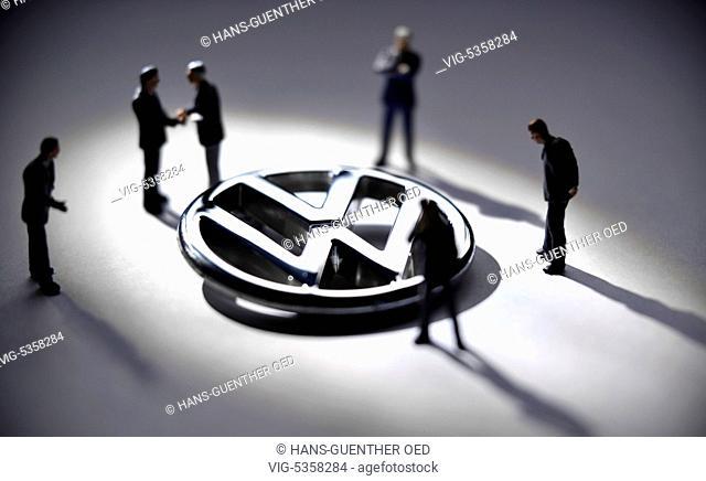 22.11.2015, Unkel, GER, Germany, Symbol photo, the VW emblem surrounded by model figures that sybolize the Groups management - Unkel, Rhineland-Pala, Germany
