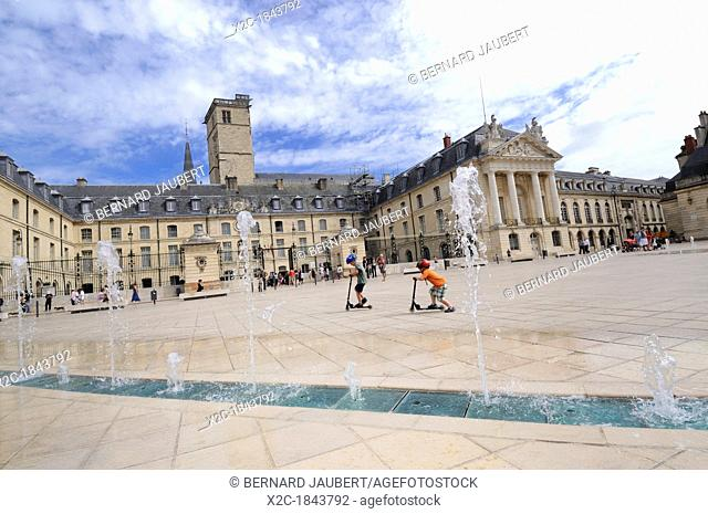 Ducal Palace, city hall, Place de la Liberation Square, Dijon, Cote d'Or, Bourgogne, Burgundy, France, Europe