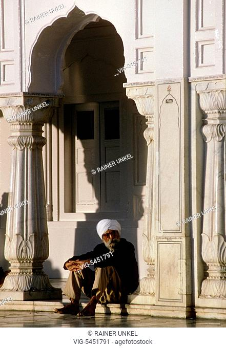 IND , INDIA : Sikhs in the Golden Temple of Amritsar , January 1990 - Amritsar, Punjab, India, 15/01/1990