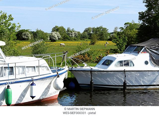 Ireland, Province Leinster, County Offaly, View of boats moored in shannon harbour