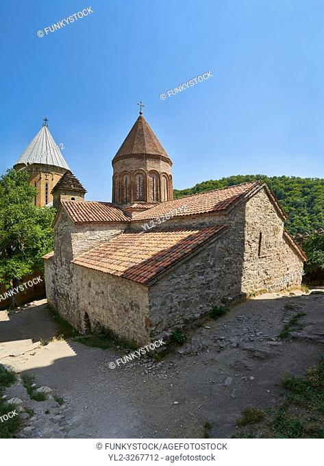 Pictures & images of the Georgian Orthodox church of the Virgin, early 17th century, Ananuri castle complex, Georgia (country)