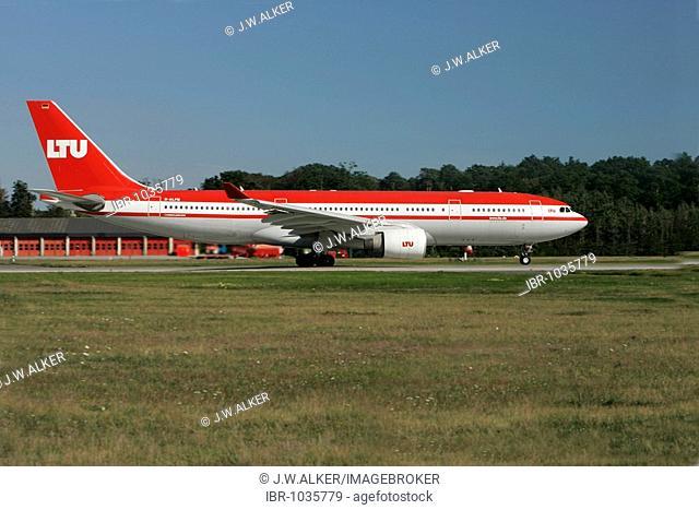 LTU Airbus A320 landing at Frankfurt Airport, Frankfurt, Hesse, Germany, Europe