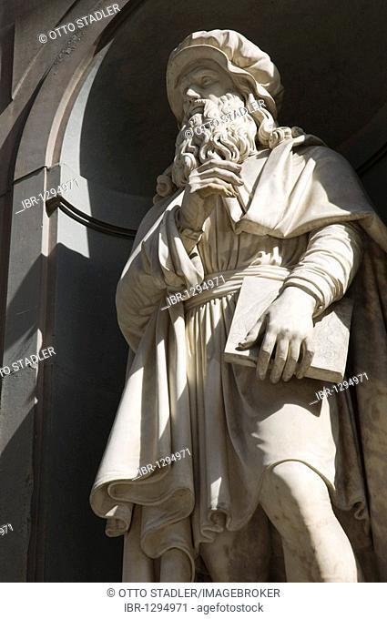 Leonardo da Vinci statue, Uffizi, Florence, Tuscany, Italy, Europe