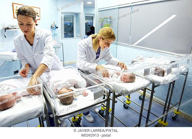 Nurses and newborn babies, child-care unit, pediatrics. Hospital Policlinica Gipuzkoa, San Sebastian, Donostia, Euskadi, Spain