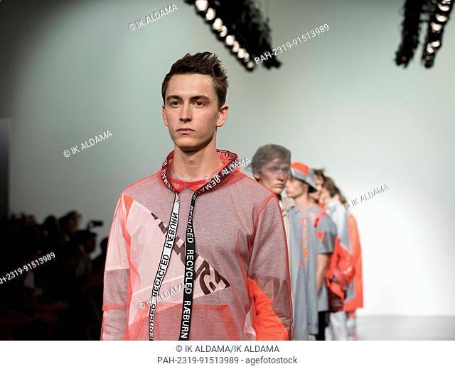 Christopher Raeburn catwalk at London Fashion Week MenÂ-s SS18, London, UK. 11/06/2017 | usage worldwide. - London/United Kingdom of Great Britain and Northern...