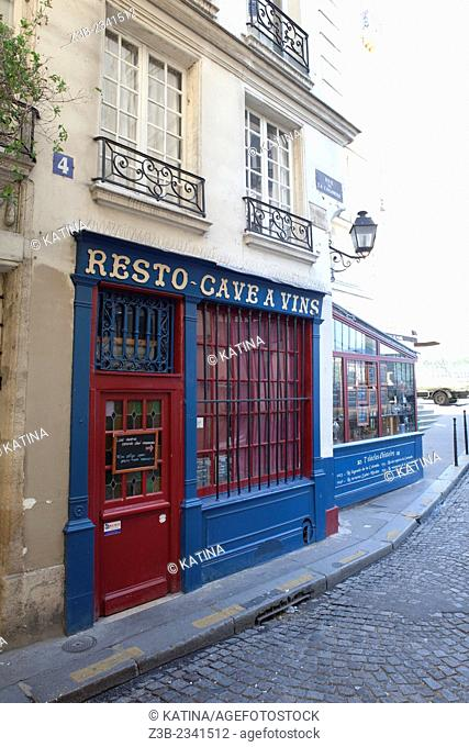 Resto Cave de Vins, a landmark restaurant and wine bar on Ile de la Cite, Paris, France, Europe