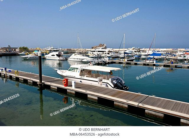 Arabia, Arabian peninsula, Sultanate of Oman, Muscat, harbour, boots