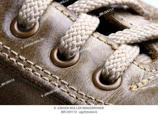 Brown shoe with bootlaces