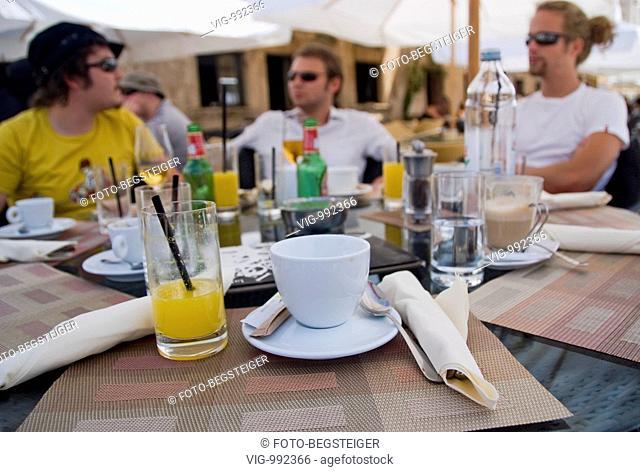 people in garden restaurant . - 08/09/2008