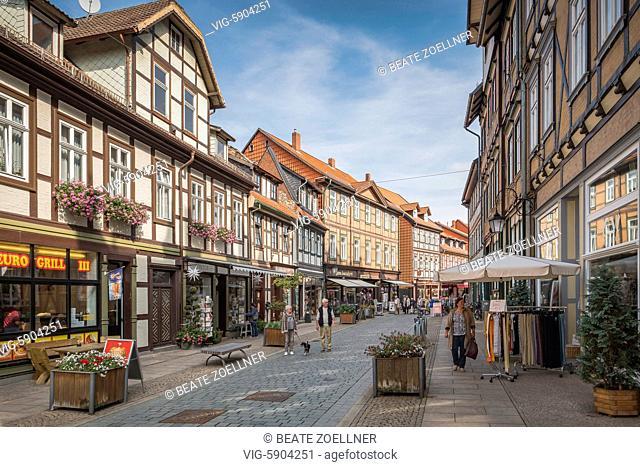 Fußgängerzone und Einkaufsstraße Westernstraße in Wernigerode im Harz - Wernigerode, Sachsen-Anhalt, Germany, 22/09/2016