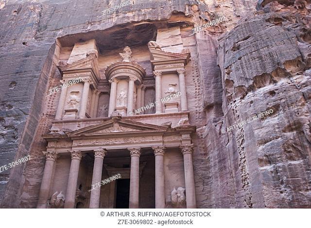 The Treasury (Al Khazneh). Petra, UNESCO World Heritage Site, Jordan