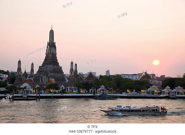 Thailand, Bangkok, Wat Arun and Chao Phraya River at Sunset