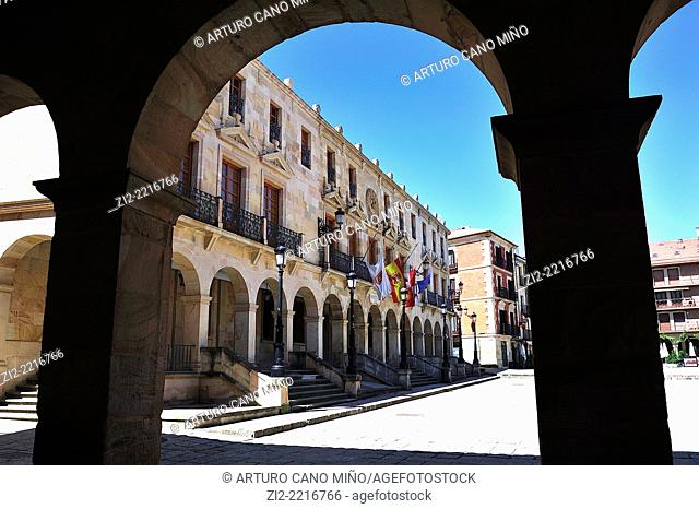 Palace of Doce Linajes, XVIIth century, nowadays is the City Hall, from the arcade of Palace of Audiencia. Soria, Spain