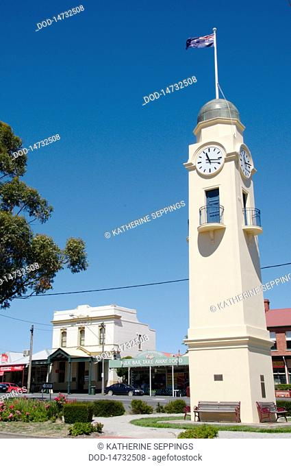 Australia, Central Victoria, Woodend-Clock, Bank and milk bar