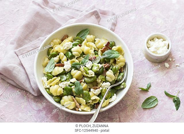 Pasta shells with broad bean, bacon, curd cheese and mint