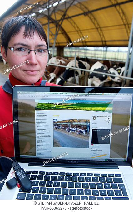 Herd manager Baerbel Hayn showing the cowshed webcam on the website of the Mecklenburg-Western Pomerania farmers' association