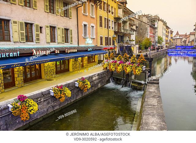 Restaurants and old buildings. Canal de Thiou,Annecy old town. Annecy, France, Haute-Savoie, Rhone-Alpes, Europe