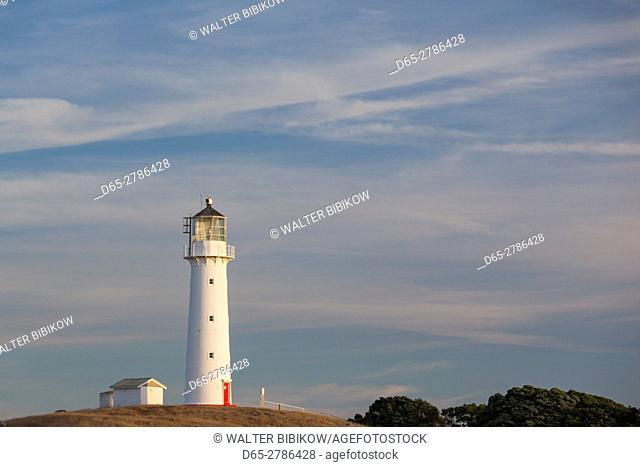 New Zealand, North Island, New Plymouth-area, Pungarehu, Cape Egmont Lighthouse, dusk