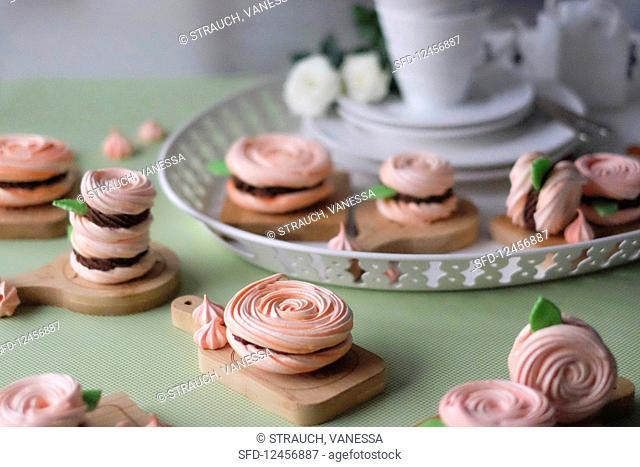 Filled meringue roses