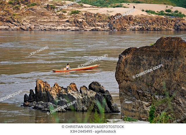 rocky bank of the Mekong River, Pakbeng, Oudomxay Province, Laos, Southeast Asia
