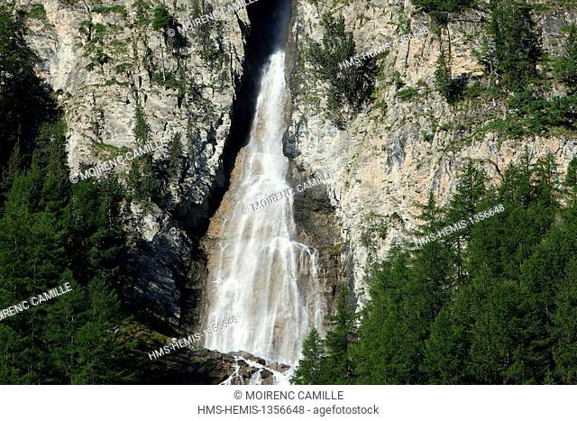 France, Hautes Alpes, Parc Naturel Regional du Queyras (Natural regional park of Queyras), Ceillac cascade Piss