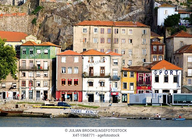 Restaurants and bars along the waterfront, Porto
