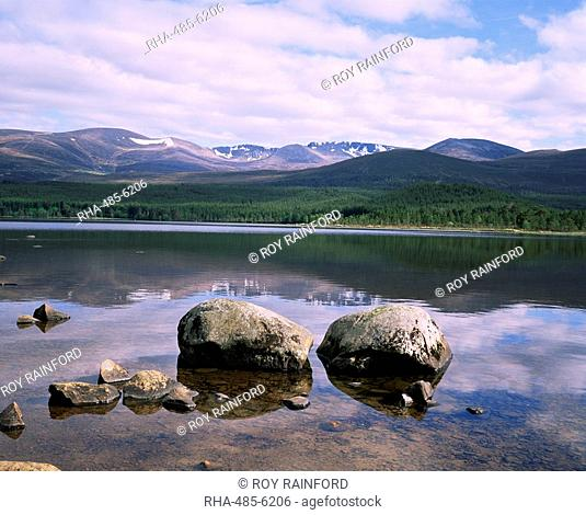 Loch Morlich and the Cairngorms, Aviemore, Highland region, Scotland, United Kingdom, Europe
