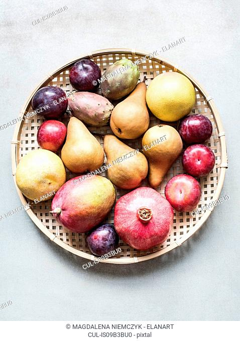 Overhead view of a bowl of fresh fruit