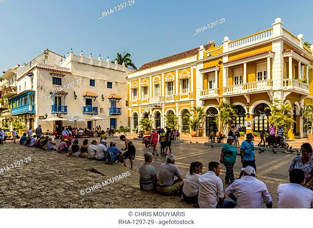 People relaxing in Plaza de San Pedro Claver, Cartagena de Indias, Colombia, South America
