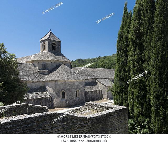 Notre-Dame de Senanque Cistercian abbey, Gordes. Vaucluse, Provence-Alpes-Côte d'Azur, France
