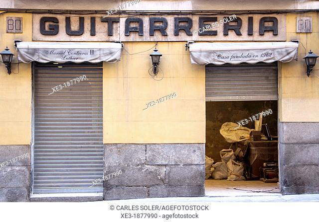 Guitarrería (guitar shop). Madrid, Spain