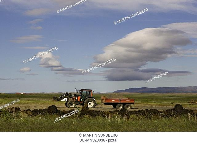 Tractor pulling wagon, Iceland