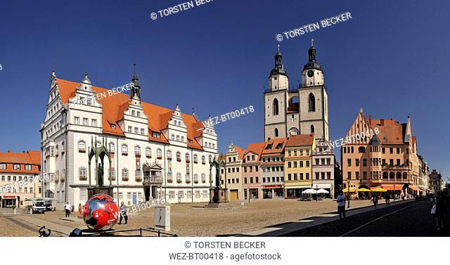 Germany, Lutherstadt Wittenberg, view to town hall, row of houses and St Mary's Church
