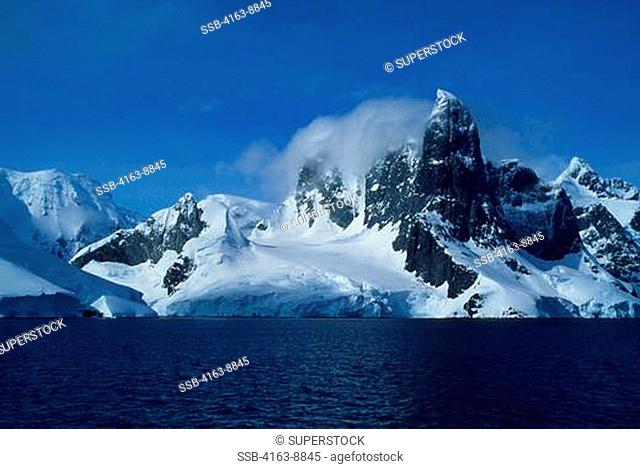 ANTARCTIC PENINSULA, MOUNTAINS & GLACIERS OF LEMAIRE CHANNEL