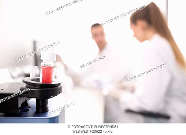 Analyzing sample in lab device